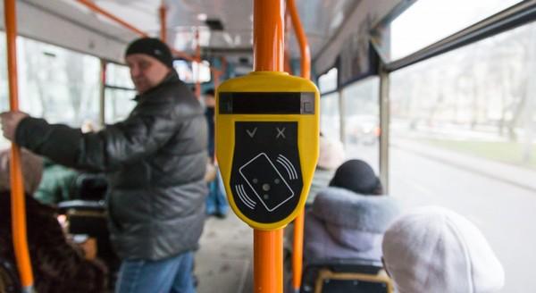 В автобусах Луги – безналичный проезд