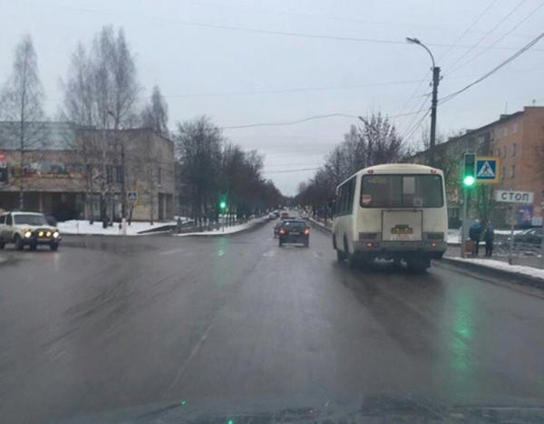 Общественники проверили состояние дорог Луги